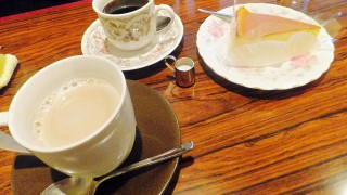 Funabashi : Wont' you have tea with Mona Lisa ?