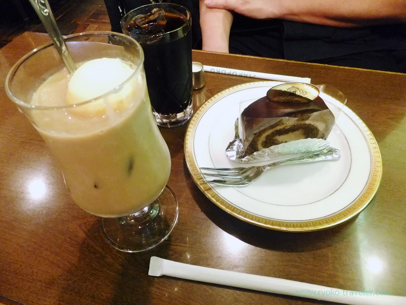 Cafe au lait float and cake, Marufuku Coffee-ten Sennichimae Honten, Nipponbashi (Trip to Osaka 201504)