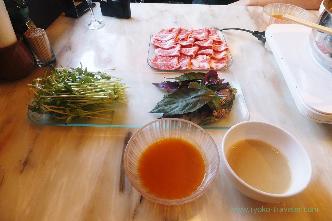 For shabu shabu and sauce, Iberiko Bar Monnaka (Monzennnakacho)