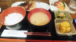 Tsukiji : Hearty lunch at Uokame