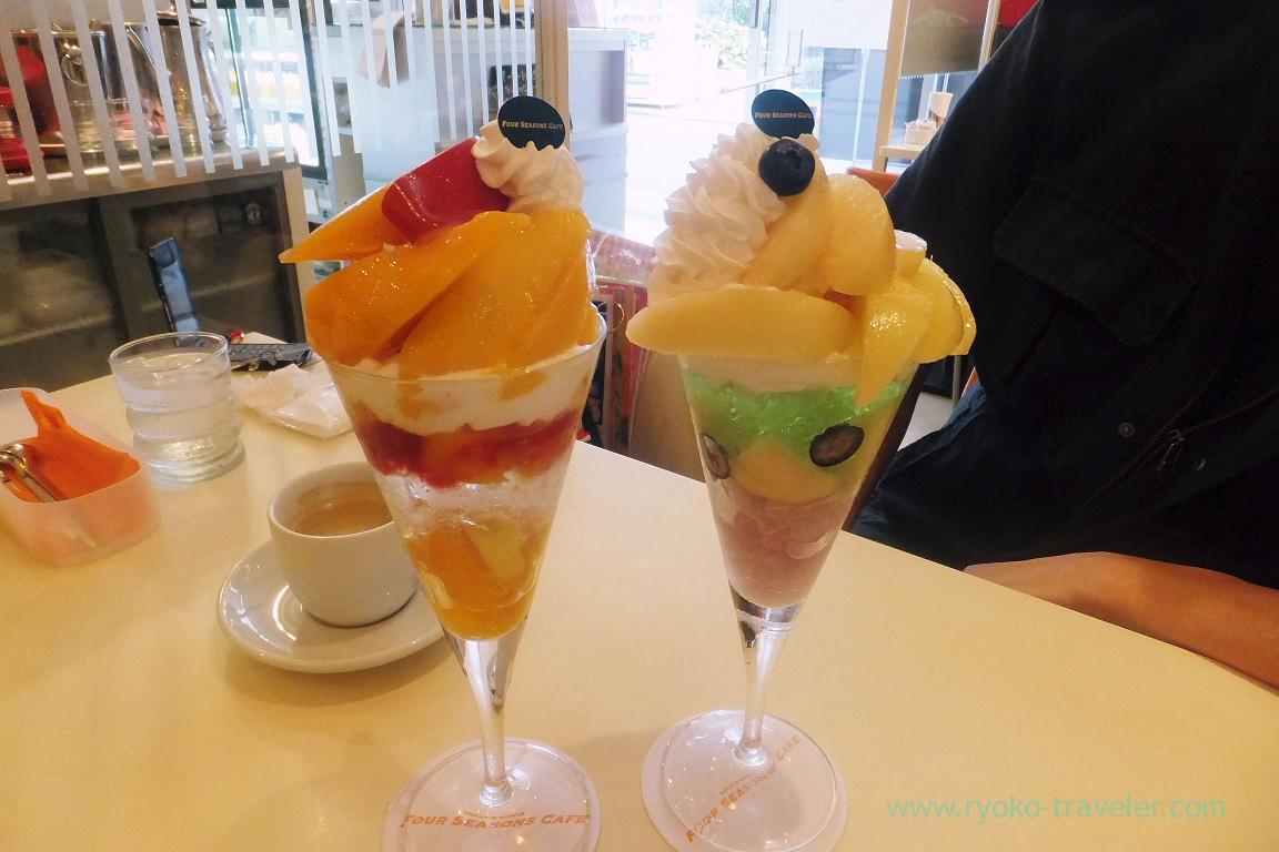 Mango parfait and peach parfait, Four season cafe (Nishi-Kasai)