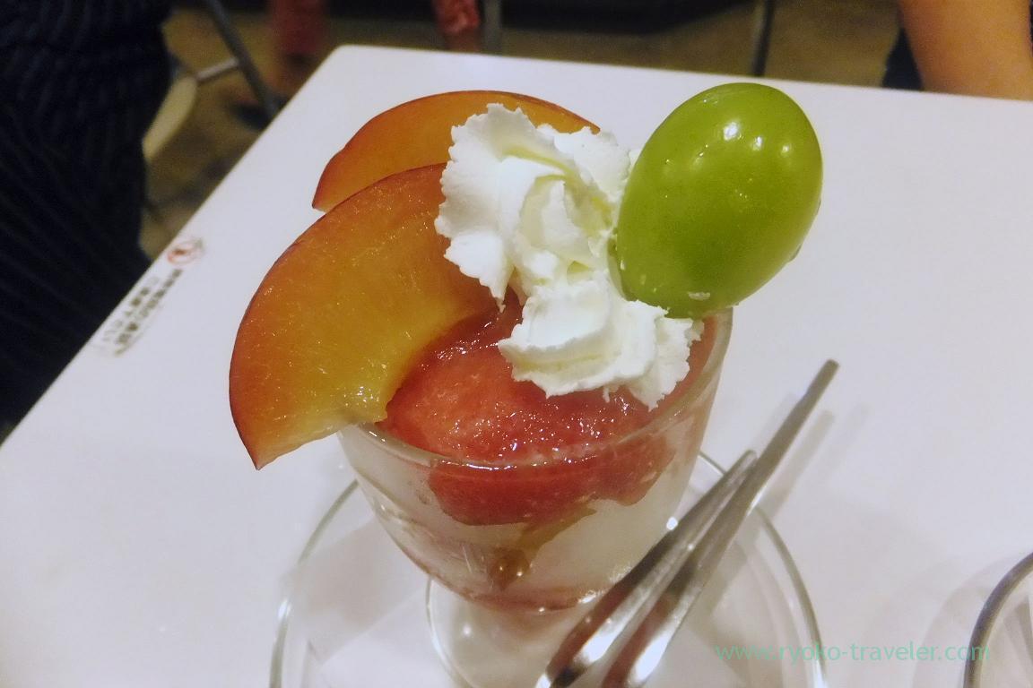 Top of Plum parfait, Fukunaga Fruits Parlor (Yotsuya Sanchome)
