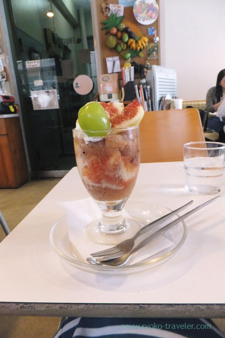 Fig parfait at a distance, Fukunaga Fruits Parlor (Yotsuya Sanchome)