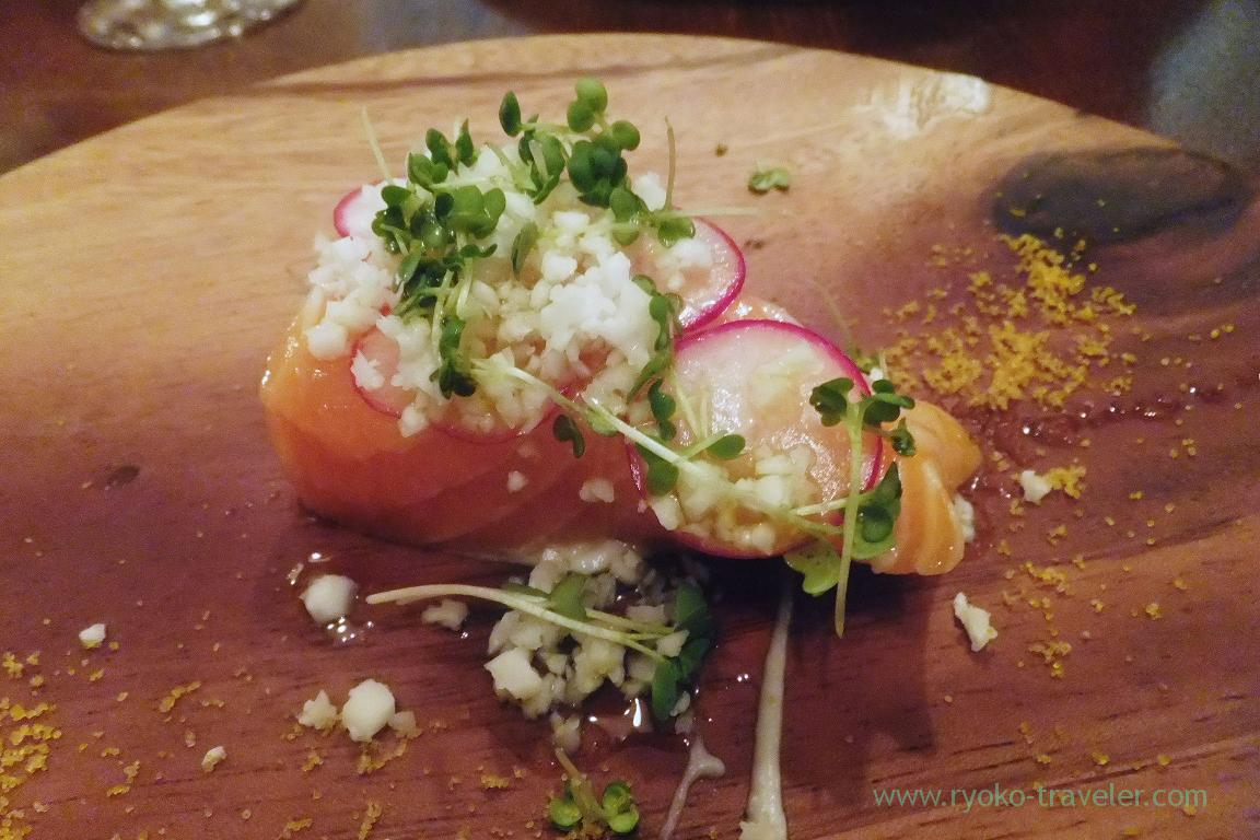 Raw salmon from Iceland with califlower and radish, il tram (Kiyosumi-Shirakawa)
