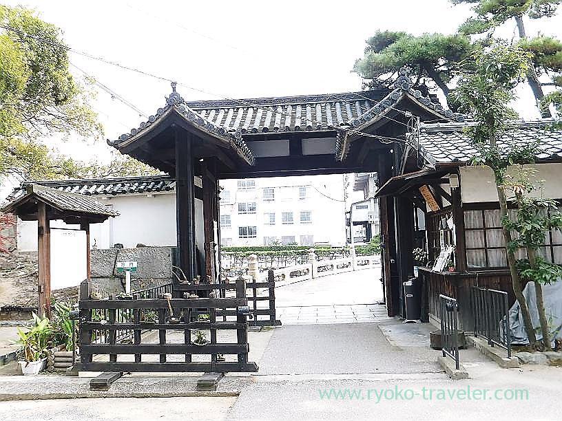 Entrance, Tamamo garden, Takamatsu (Kagawa & Tokushima 2011)