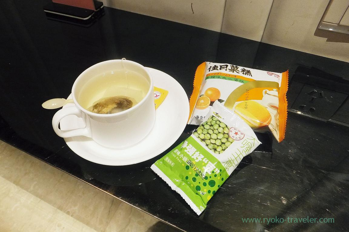 At lounge, Lounge, Shanghai international airport (Zhangjiajie and feng huang 2015)