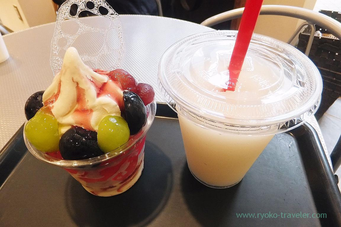 Pear smoothie and grape parfait, Onmai lowe, Takamatsu (Takamatsu 2015)