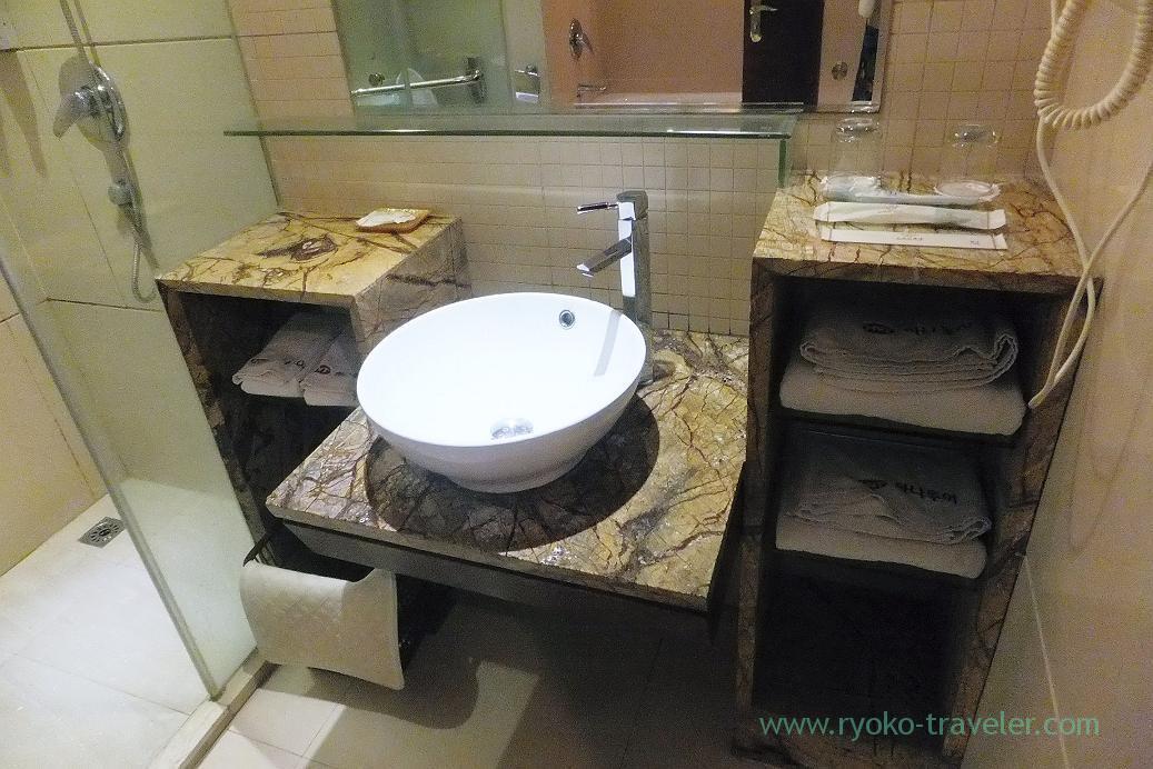 Bathroom, Emperor hotel ,Zhangjiajie(Zhangjiajie and feng huang 2015)