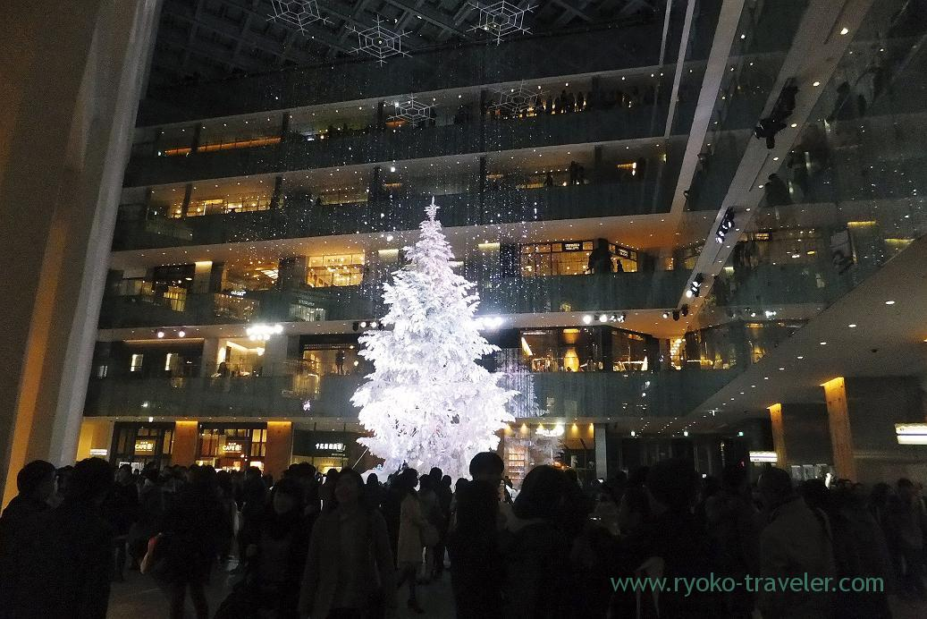 Christmas tree at a distance, KITTE (Marunouchi)