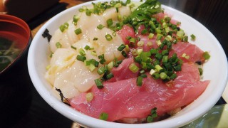 Tsukiji : Tuna and scallop at Hajime Sengyo-ten
