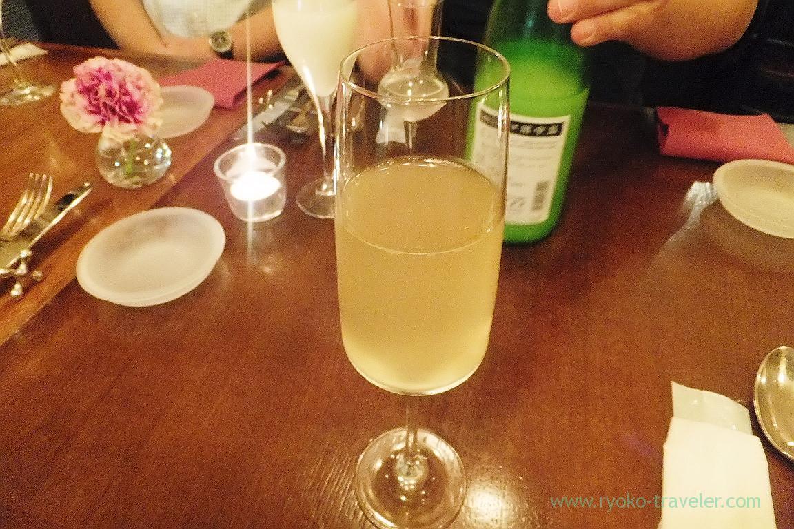 Toasted with the sparkling wine, il tram (Kiyosumi Shirakawa)