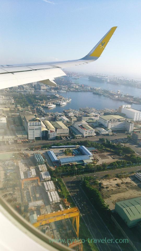 Landing, Kaohsiung international airport, Kaohsiung, Taiwan Kaohsiung 2015 (Narita)