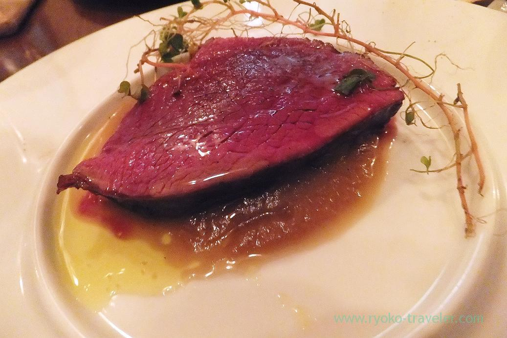 Roasted round tip of deer from Kagoshima with grilled onion sauce and wild herb, il tram (Kiyosumi Shirakawa)