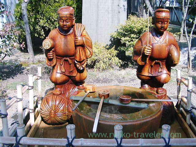 Statue, Katori Jinja shrine (Kameido)