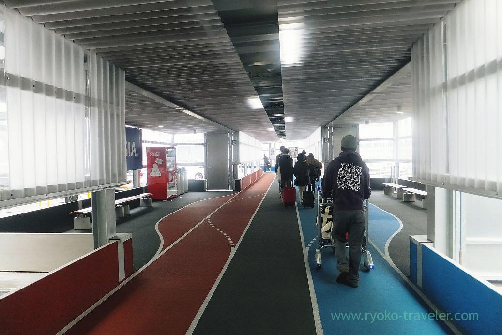 To terminal 3, Narita airport terminal 3, Taiwan Kaohsiung 2015 (Narita)