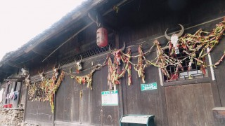 Zhangjiajie and feng huang : Miao village, sand pictures and dinner