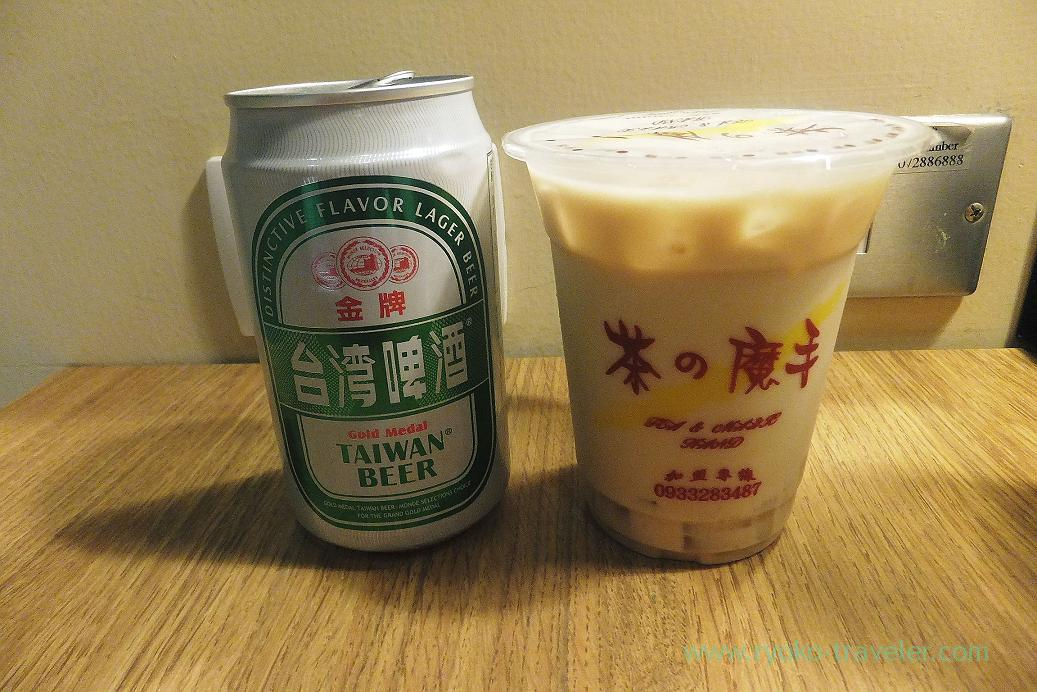 Beer and tapioca milk tea, Jia's Inn Liouhe Branch in the dark, City councilstation, Kaohsiung, Taiwan Kaohsiung 2015