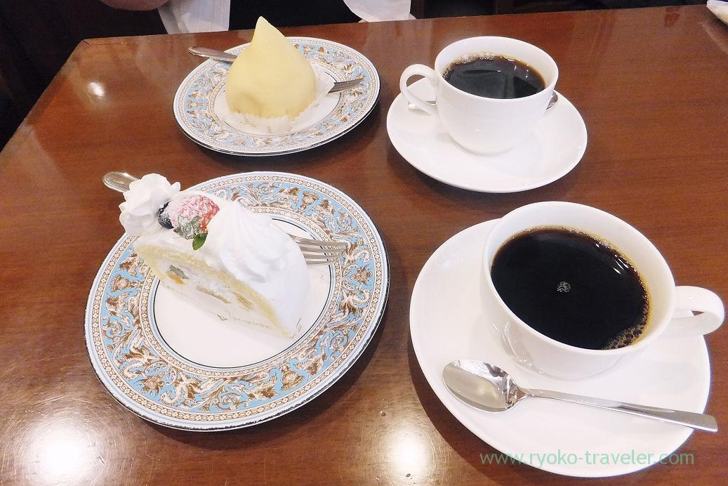 Our cakes and coffees, Tokyo Yogashi Club (Hamacho)