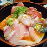 Funabashi : Fresh sashimi bowl at Maguro-Ichi (まぐろ市)