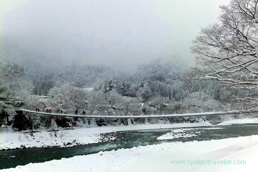 Bridge to the village 1, Shirakawago (Hokuriku&Tokai 2016)