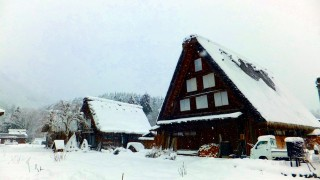Shirakawa-go in the snow (白川郷合掌集落)