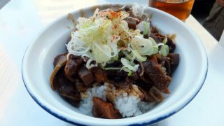 Tsukiji : Simmered giblet bowl at Kitsuneya along Monzeki street (きつねや)