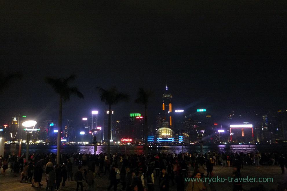 People waiting for Symphony of lights, Tsim Sha Tsui promnade ,East Tsim sha tsui (Hongkong 201602)