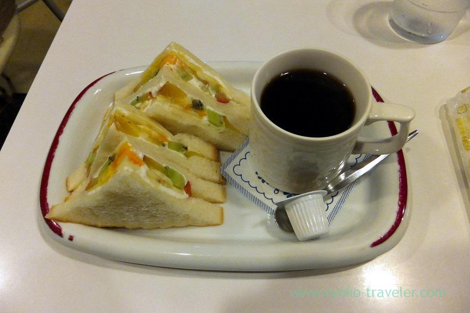 Fruits sandwich and coffee set, Fukunaga Fruits Parlor (Yotsuya Sanchome)