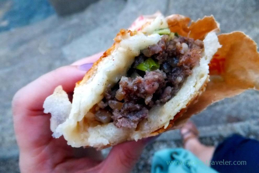 Inside buns , Fuzhou Shizu Baked pepper bun, Longshang temple (Taipei 201605)