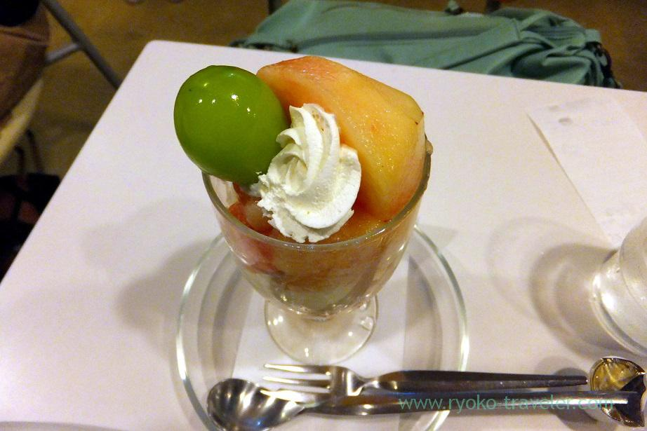 Peach parfait from the top, Fukunaga Fruits Parlor (Yotsuya Sanchome)