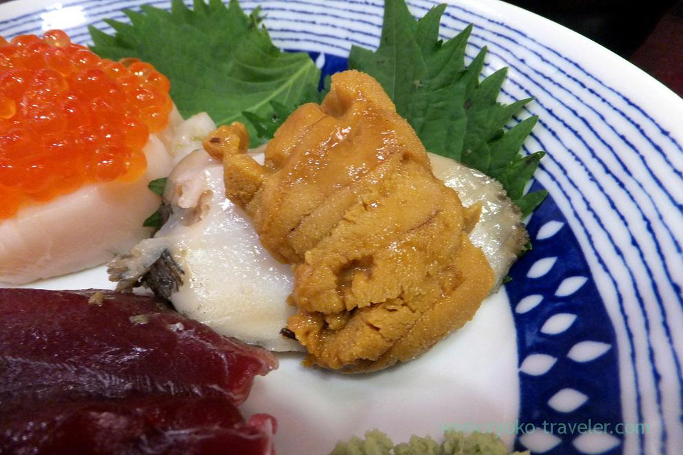 Sea urchin on the abalone, Yonehana (Tsukiji Market)