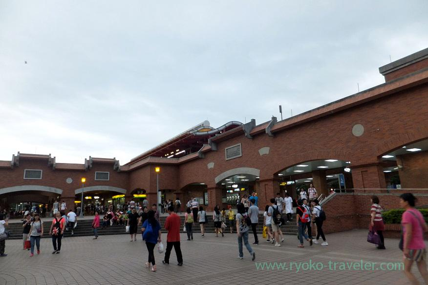 Busy station, Tamsui station, Tamsui (Taipei 201605)
