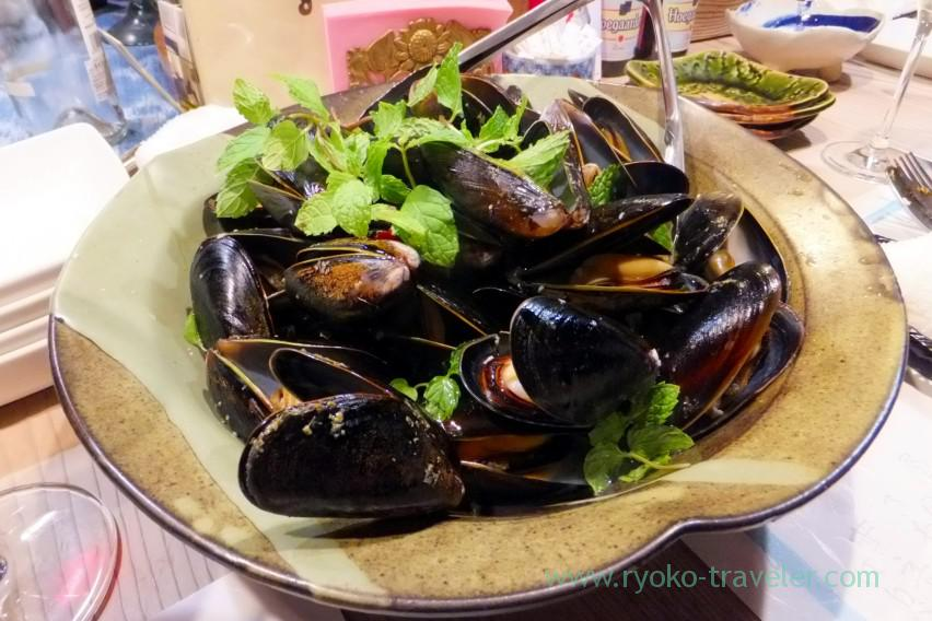 mussels-steamed-with-white-wine-tamacyano-monzen-nakacho