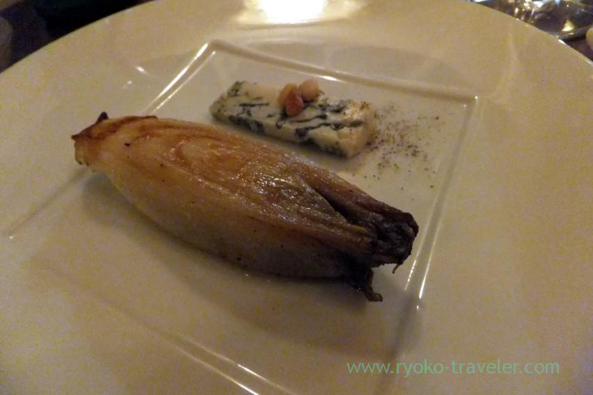 roasted-chicory-with-gorgonzora-picante-il-tram-kiyosumi-shirakawa