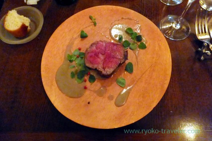 roasted-lamb-meat-from-australia-lentil-puree-cumi-flavor-il-tram-kiyosumi-shirakawa