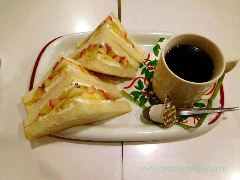 half-sandwich-and-coffee-fukunaga-fruits-parlor-yotsuya-sanchome