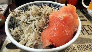 (Moved) Tsukiji Market : Huge tarako and baby sardines on the rice together at Yonehana (米花)