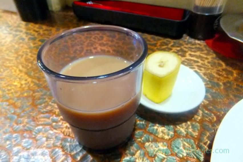 Milk tea and banana after the meal, Lodda Group (Dome-mae Chiyozaki)