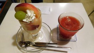 Yotsuya-sanchome : Peach parfait at Fukunaga Fruits Parlor (フクナガフルーツパーラー)