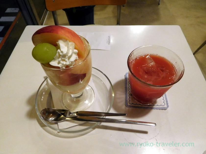 Peach parfait and watermelon juice, Fukunaga fruits parlor (Yotsuya-sanchome)