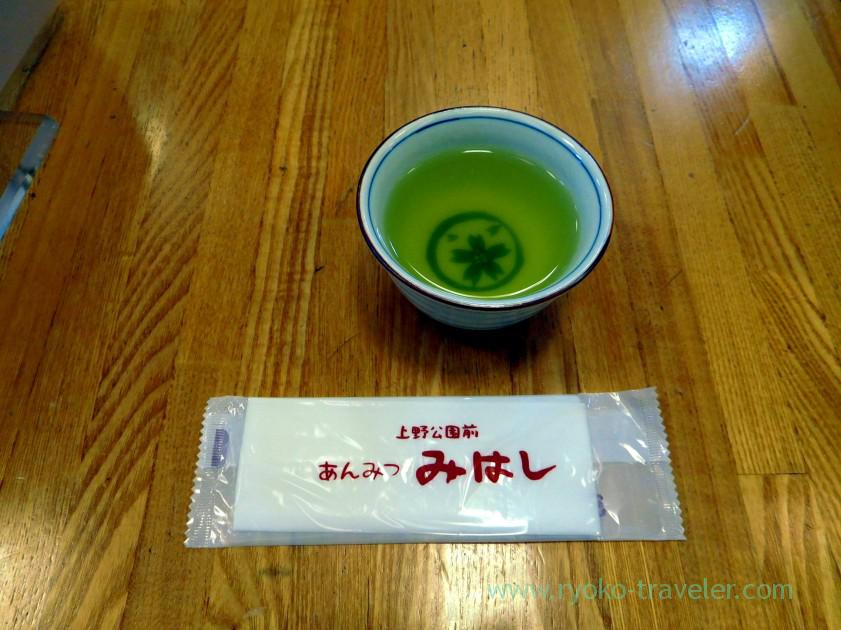 Tea and hand towel, Mihashi Tobu Funabashi branch (Funabashi)