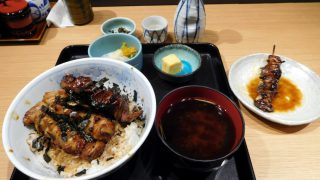 Toyosu Market : Yakitori bow, eels liver and Japanese sake at Fukusen (福せん)
